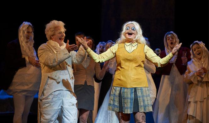 DER NACHTSCHRECK , Oper Wuppertal, Nina Koufochristou , Johannes Grau, Sandra Borgarts,  Herren des  Opernchor, Foto: Uwe Stratmann