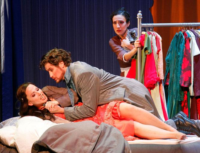 Kenneth Mattice (Graf), Cristina Piccardi (Susanna), Veronika Haller (Gräfin), Foto: Klaus Lefebvre