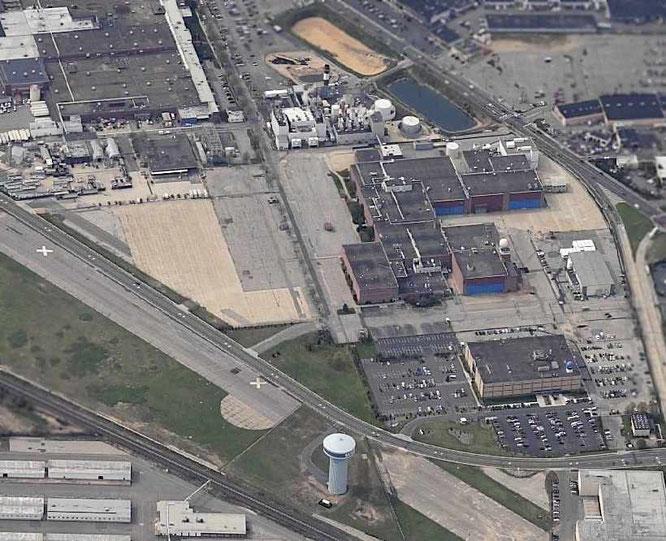 2001/2005 - Grumman Bethpage Airfield and hangars - (C) Paul Freeman