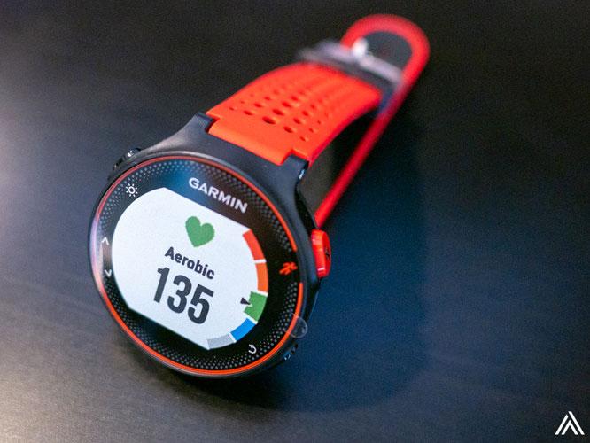 スポーティなデザインですね。色は赤・緑・オレンジなどから選べます。