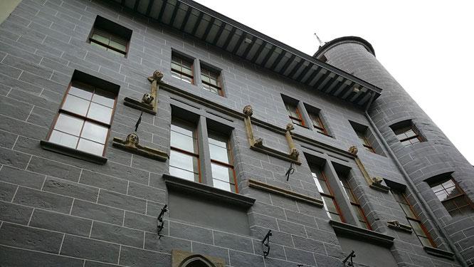 (с) Дамир Байманов. Дом Тавеля - самый старый частный жилой дом в городе. Головы на фасаде вот уже более семи веков наблюдают за жизнью в этом квартале Женевы.