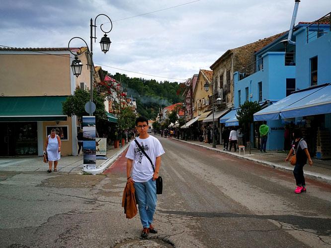 Главная улица в деревне Катаколон с населением чуть больше 600 человек