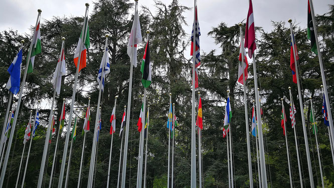 Флаги всех стран-участниц перед зданием ООН в Женеве. Заметили казахстанский флаг?