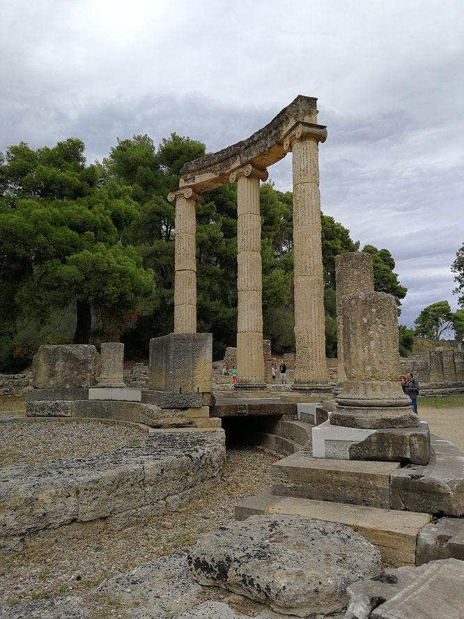 (с) Дамир Байманов. Руины храма Филипейон. Начал строить царь Филипп II, а завершил его сын - Александр Македонский.