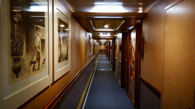 Внутренняя обстановка лайнера напоминает 4-5-звездочные отели.