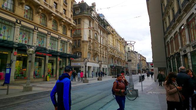 (с) Дамир Байманов. Трамвайные пути, идущие из границы с Францией.