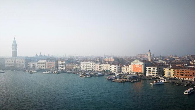 Венеция в тумане. Фото снято в последний день круиза. (с) Дамир Байманов