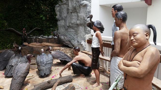 """Буддистский похоронный ритуал """"Небесное погребение"""". Тело умершего дают на съедение стервятникам. (с) Дамир Байманов"""