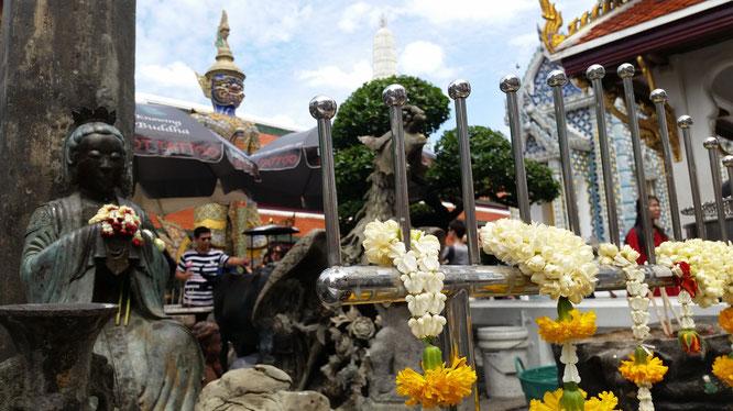 В храме лежащего Будды. (с) Дамир Байманов