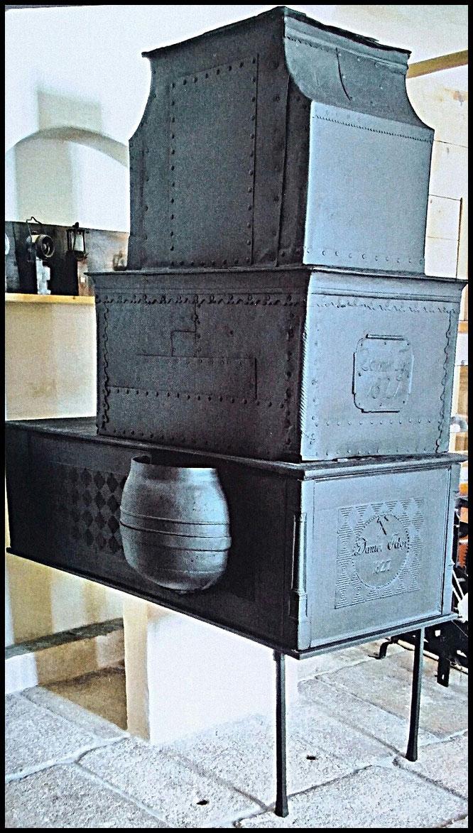 restaurierter Ofen aus dem Jahre 1827