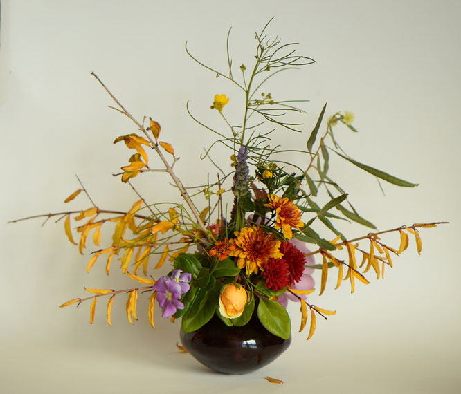 in a vase on monday, monday vase, desert garden, small sunny garden, amy myers, photographer, photography, graham thomas rose, pomegranate, chrysanthemum, zinnia
