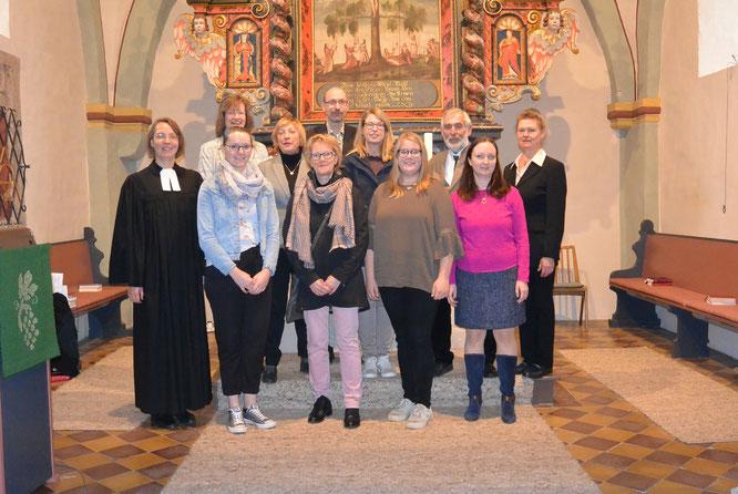 Hinten (v.l.n.r.): Anja Engelbracht, Florian Franke; Mitte (v.l.n.r.): Dagmar Kappelhoff, Sonja Schulze, Karl Bangert, Rita Sontak Vorne (v.l.n.r.): Pfarrerin Stephanie Stracke, Jaqueline Wäscher, Heike Rummel, Viola Wilke, Elisabeth Frisch