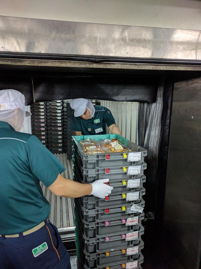 トラック積み込み 積み込み作業 平成通商