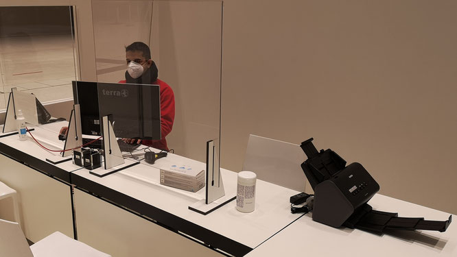 URANO System Engineer Mustafa Wahab im Impfzentrum in Wiesbaden.