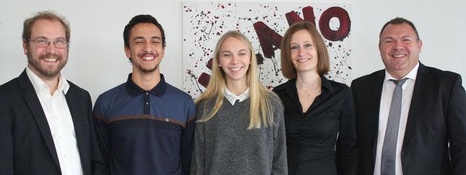 Willkommen bei URANO: Sonja Böger und Ghaith Belaazi (Mitte) mit Geschäftsführerin Eva Beuscher, HR-Leiter Thomas Bauer und Employer Branding-Referent Gernot Uhl.