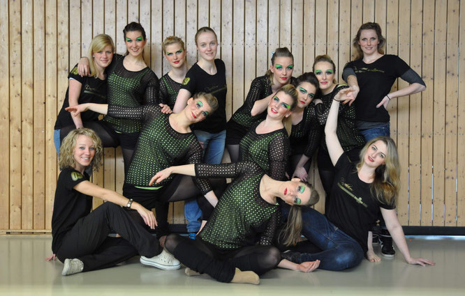 """Die erste Inkarnation unserer JMD-Formation """"Dancelicious"""" beim allerersten Ligaturnier 2013 in Bochum"""
