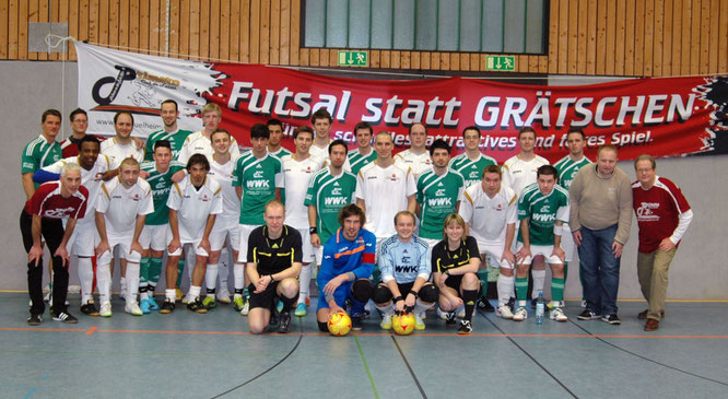 Futsalicious Essen e.V. aktuell Futsal statt Grätschen Foto mit dem PCF Mülheim vom 22.01.2011