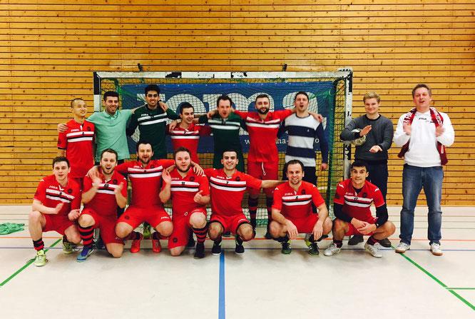 *Kawumm* - Futsalicious' 1. Herren-Mannschaft fällt endlich eine große Last ab: Die ersten 3 Punkte 2016/17 sind gewonnen! (Foto: Fritz)