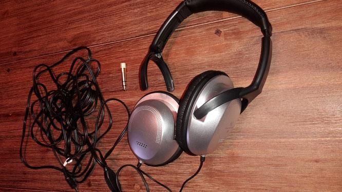 Kopfhörer nach dem ersten Trageversuch- Ohrmuschel von Ohrbügel abgegangen