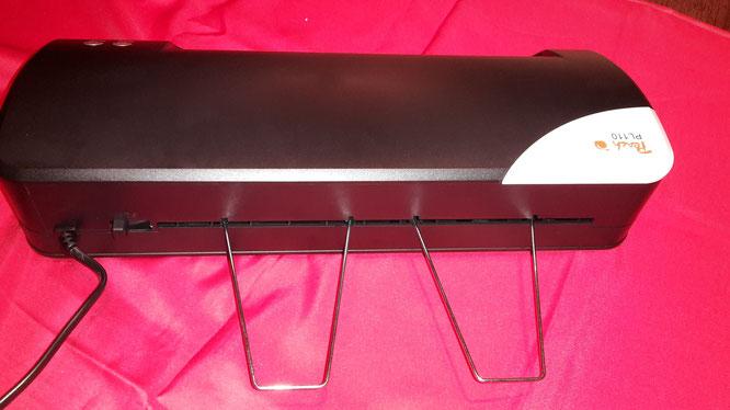 Stäbchen für den Auffang der fertig laminierten Folie
