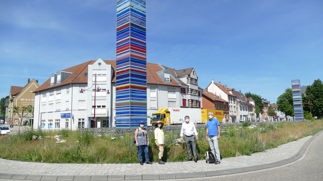 Bild: Susanne Maske - von links NABU-Mitglieder Cigdem Acisu und Dorothee Weiß, Oberbürgermeister Martin Wolff und  der Vorsitzende des NABU Bretten Norbert Fleischer.