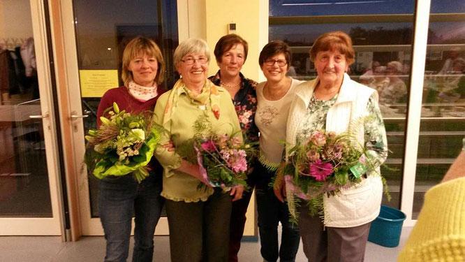 von links:  Dagmar Schlitt ist 30 Jahre im Verein, Rosel Weil und Luzie Kessler je 50 Jahre dahinter stehen Ute Nehl (Vorsitzende) und Bärbel Knapp (stellvertretende Vorsitzende)