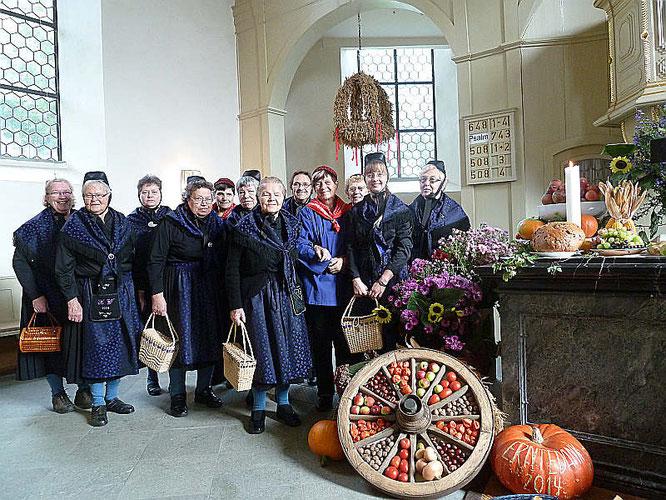 Dauborner Landfrauen in der Dauborner Kirche im Jahr 2014