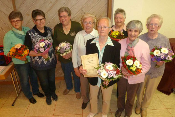 Von links nach rechts: Elke Mayer, Meta Will, Ulrike Wagner, Heidi Wagner, Doris Lawall, Elisabeth Eckert, Theresia Heinzel und Ursula Heckelmann