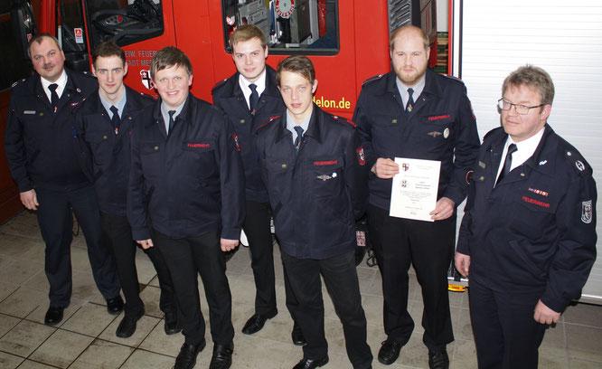 v.l.n.r: R. Padberg, D. Wagner, J. Schweinsberg, J. Guntermann, D. Kümmel, S. Müller und H. Kordes - Leiter der Feuerwehr Medebach