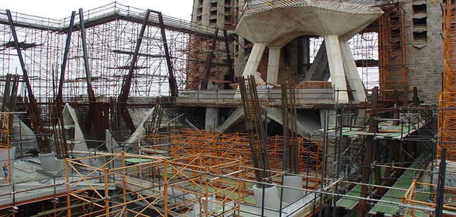 Из чего строят Храм Святого Семейства в Барселоне
