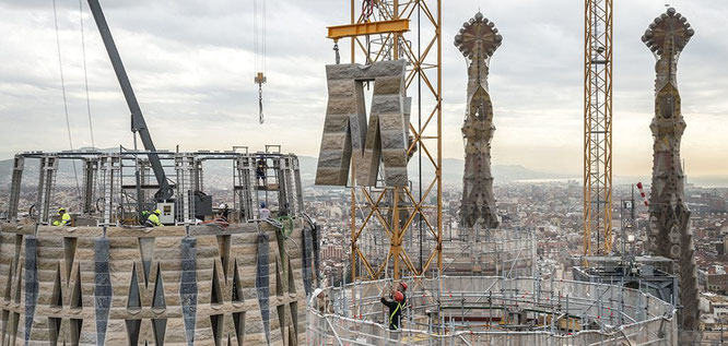 Из чего и как строятся центральные башни Храма Святого Семейства в Барселоне