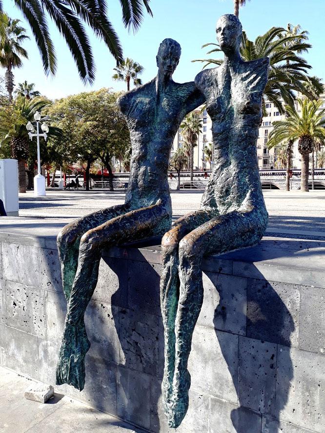 Скульптуры на улицах Барселоны. Двое.