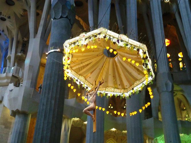Храм Святого Семейства в Барселоне. Скульптуры интерьеров