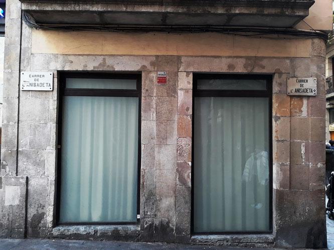 Самая короткая улица Барселоны. Гиды в Барселоне, экскурсии в Барселоне