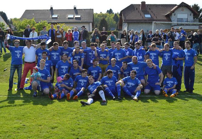 Die Meistermannschaft nach dem Spiel in Sötern im Mai 2014