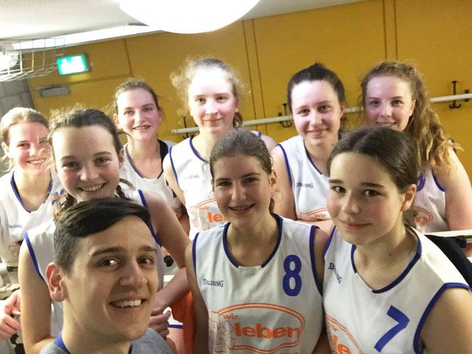 Die U18-Mädchen konnten sich nach knapper Halbzeitführung (25:19) am Ende deutlich (48:25) gegen Brinkum durchsetzen.