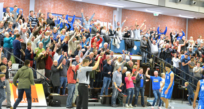 Mit dem Stader Publikum im Rücken wollen die 1. Herren am Sonntag gegen Aschersleben zurück in die Erfolgsspur. (Foto: Elsen)