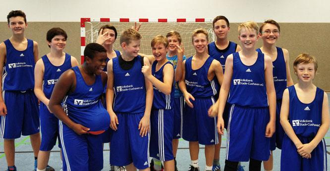 Die deutliche 27:81-Niederlage tat der guten Stimmung im Team der U14 II keinen Abbruch. (Foto: Urbach)