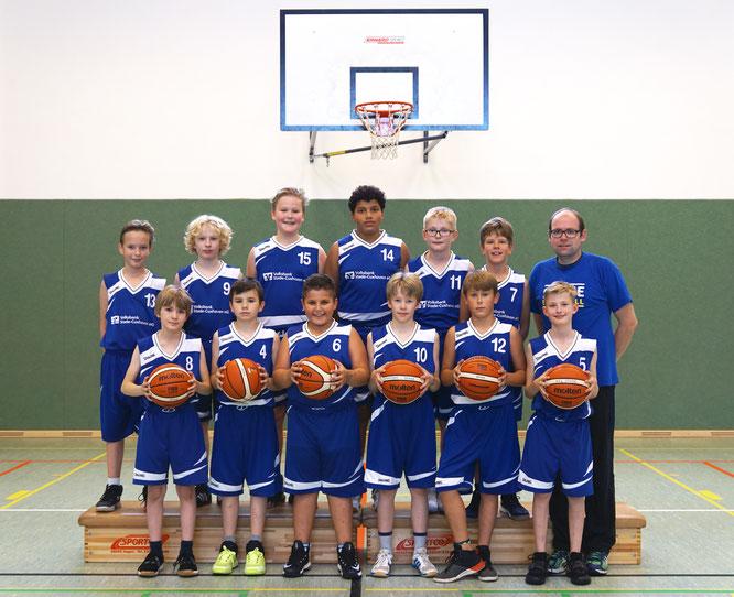 Lassen sich von der Niederlage nicht unterkriegen: Die U12-Jungs. (Foto: Fromme)