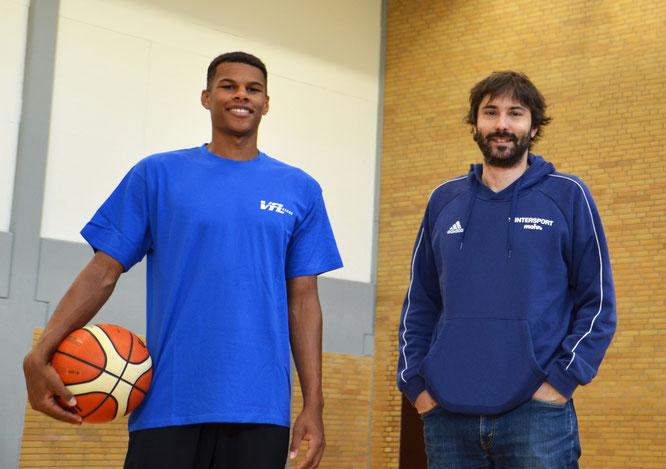 Neuzugang Gabriel Kuku und sein künftiger Coach Joan Rallo Fernández. (Foto: Moradi)