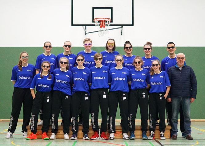 Blendender Auftritt unserer Damenmannschaft in den neuen Shooting Shirts und Trainingshosen. Rudi Steinkamp vermittelte den Kontakt zur Fielmann-Filiale in Stade. (Foto: Budewig)