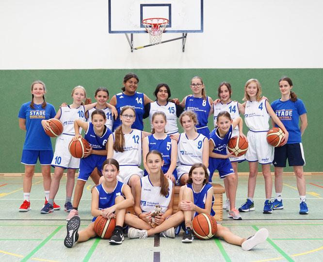 Die weibliche U14 und ihre Coaches in der Saison 2021/22. (Foto: Schulz)