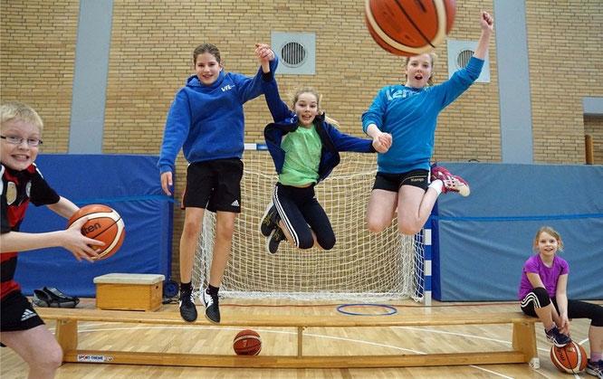 Hatten eine Menge Spaß: 22 Kinder aus der Basketballabteilung des VfL Stade. (Foto: Fromme)