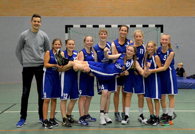 Die U17-Mädchen springen mit dem Sieg auf den zweiten Tabellenplatz. (Foto: Moradi)