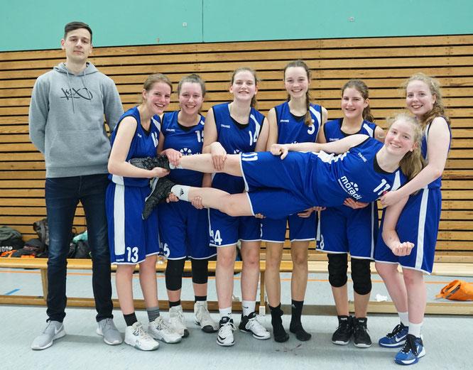 Schwieriges Spiel gewonnen und weiter in der Spitzengruppe: Die U18-Mädchen. (Foto: Fromme)