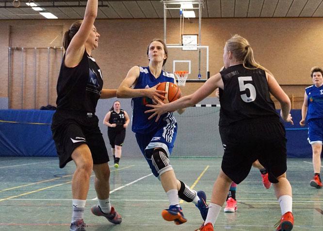 Sarah Budewig trieb ihr Team unermüdlich an. Am Ende reichte es aber nicht für einen Sieg. (Foto: Fromme)