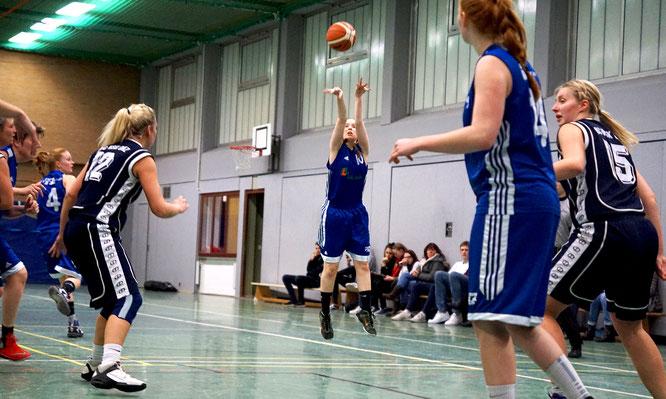 Aus dem Spiel trafen die Damen relativ sicher, an der Freiwurflinie ließen sie leider zu viele Punkte liegen. (Foto: Moradi)