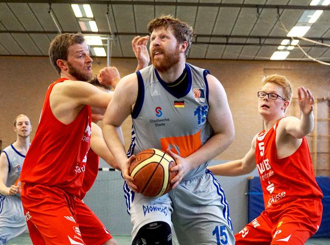 Trainer Jan-Christian Both attestierte Center Juri Ludwig abermals eine starke Reboundarbeit. (Foto: Fromme)