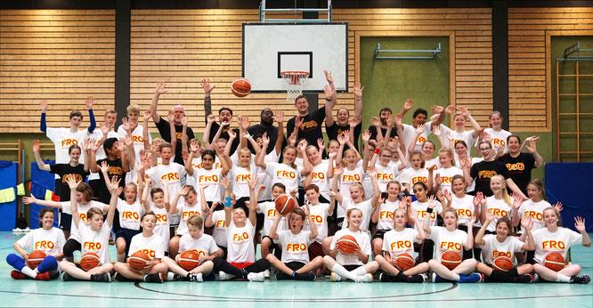 Fast 60 Jugendliche haben das zweitägige Camp der Fröhlich Basketball Academy in Stade genossen.