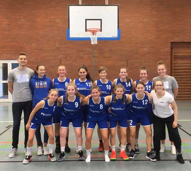 Der Trainingsfleiß macht sich bezahlt: Unsere jungen 1. Damen gewannen ihr erstes Saisonspiel beim TSV Lamstedt II verdient mit einem 12-Punkte-Vorsprung.